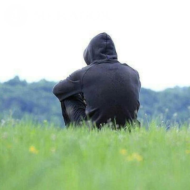 манга фото мужчина в капюшоне у реки нашей коллекции